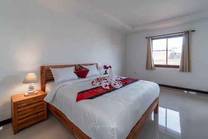 Private room in the heart of Seminyak near beach