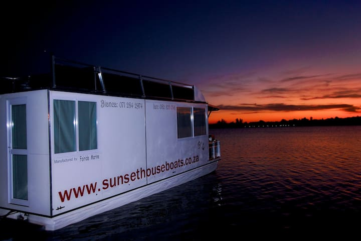 Luxurious Houseboat rental.