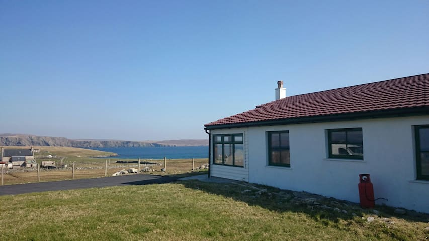 2  bedroom cottage, superb views - Cullivoe