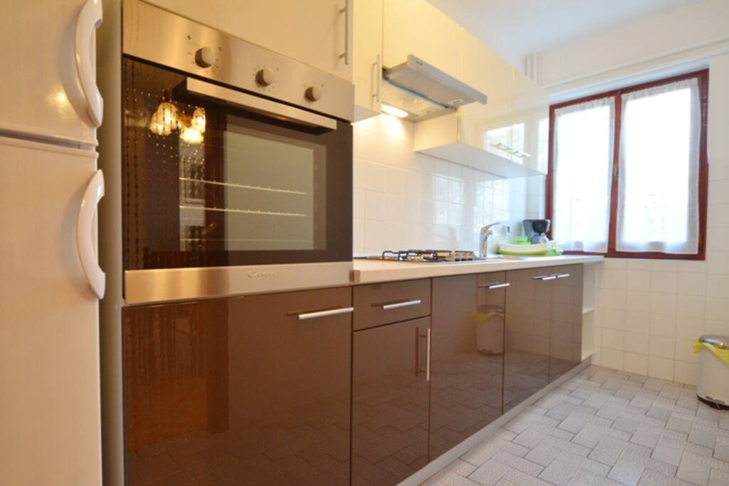 A fully equiped kitchen.