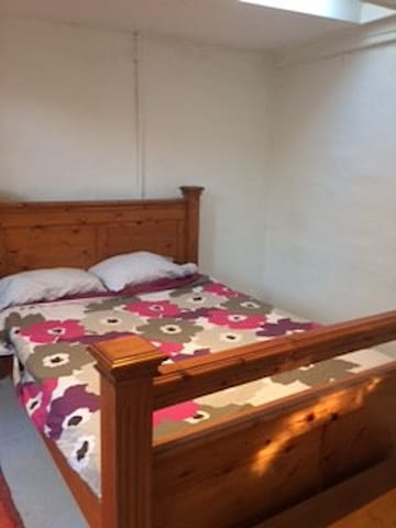The Blue Door Studio - Beaconsfield - Bed & Breakfast