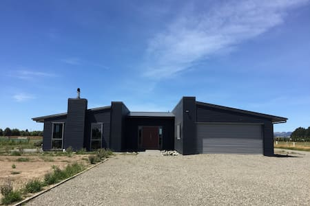 Modern spacious home - Rolleston