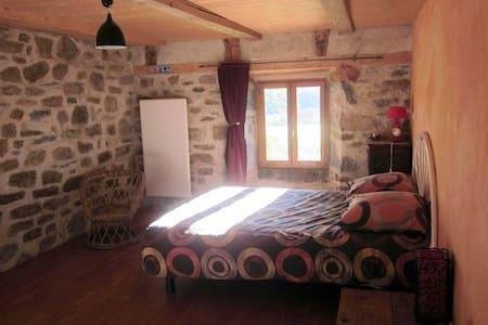 Gîte isolé dans le Massif du Sancy 3-7 pers. - Saint-Donat - Haus