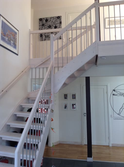 The spacious entrance with stairs to your floor.