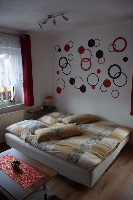 Wohnzimmer mit Doppelbettcouch, nur bei Belegung mit 4 Personen.