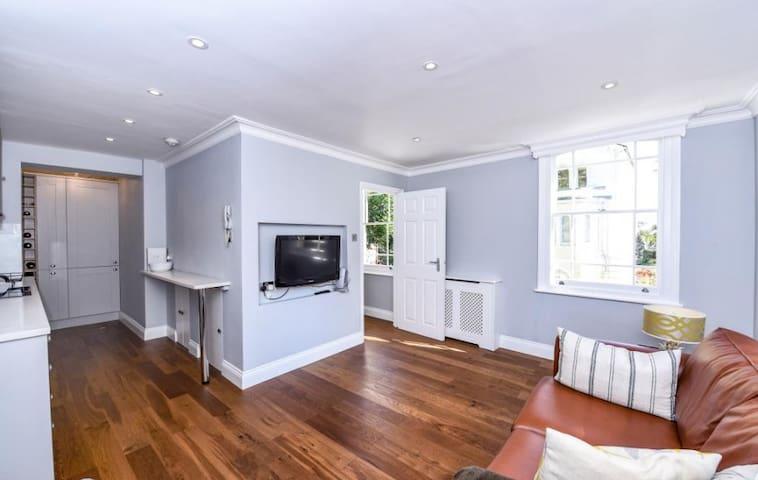 Beautiful 2 bedroom flat in Hampstead Village