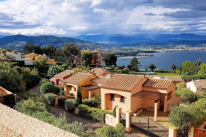 Villa in Théoule with gorgeous view of Cannes Bay