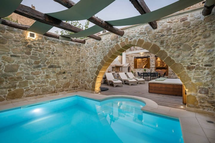 Doro Gold Villa With Private Heated Pool, Drapanias Chania