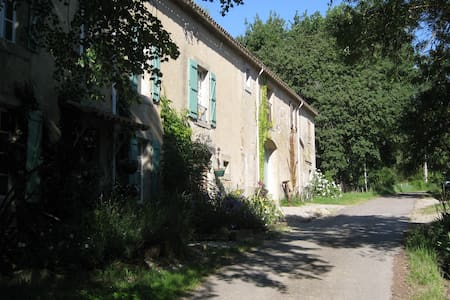 Quiet and private house - Limoux - Hus