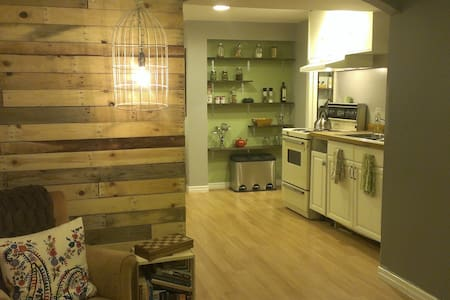 Cozy Basement Apartment Guelph - Guelph - อพาร์ทเมนท์