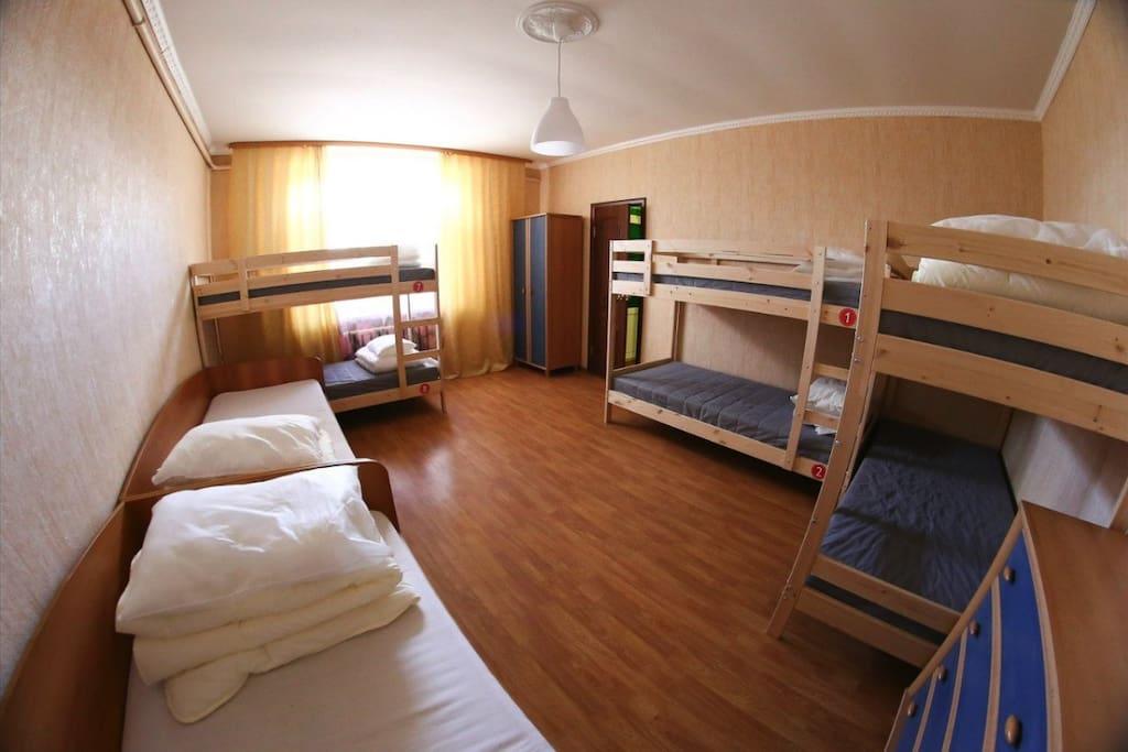 кровать в 8 местном женском номере