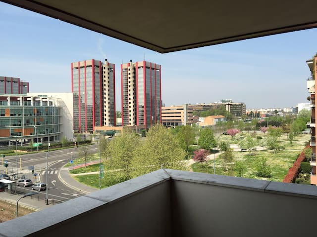 Shining open View and free Parking - Milano - Daire