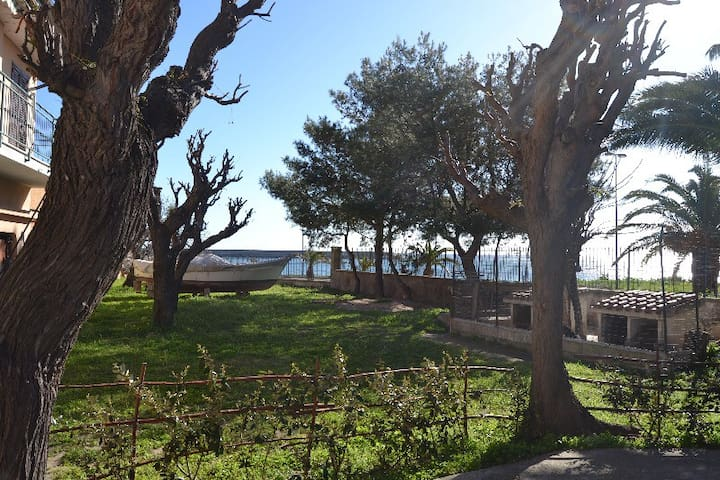 Furnished flat near the sea - La Caletta - Huoneisto