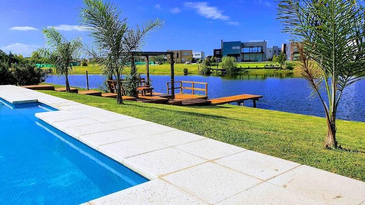 Casa con pileta y vista al lago en Maschwitz, PBA