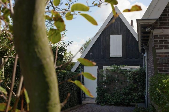 Beautiful Holiday Home near Lawn Bowling in Krabbendam
