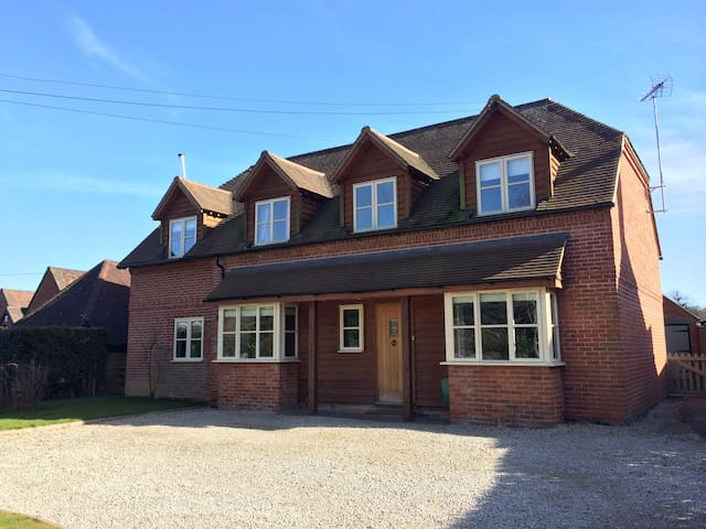 Stunning 5 Bed rural family home - Oxfordshire