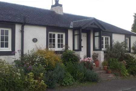 Threave Cottage - Crosshill