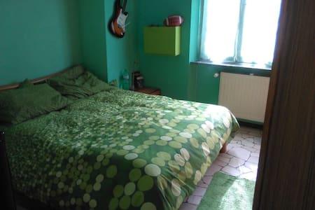 stanza matrimoniale arredata - Cusano Milanino