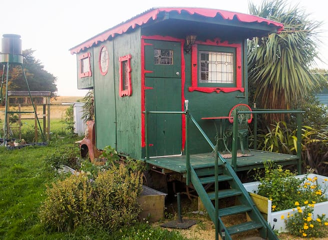 Cosy & Unique: Gypsy Caravan at Rural Yoga Retreat