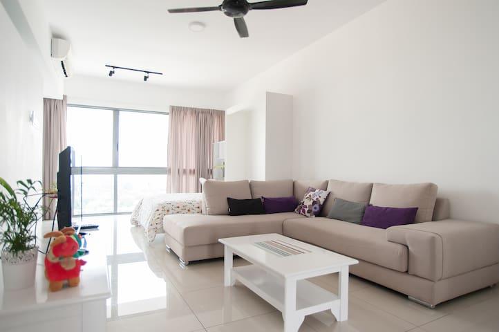 Comfy stylish studio between KL & PJ - Petaling Jaya