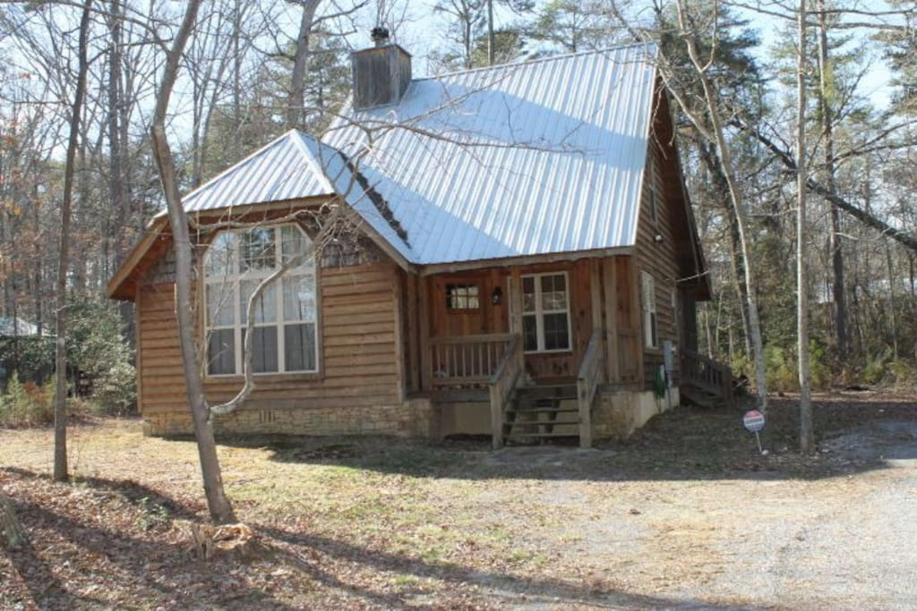1200 sqft home in secluded neighborhood.  Very private and cozy.  Bedroom on main with full ensuite and Master bedroom on second floor with full ensuite