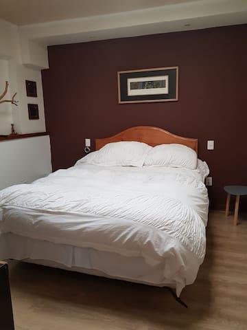 Habitación con Baño Privado en casa Compartida