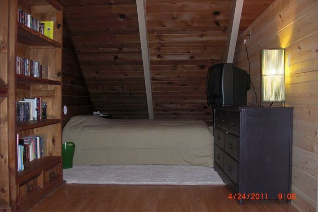 Upstairs second loft bedroom (All beds- linens included)