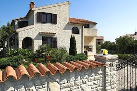 Villa with private swimming pool 2 - back side - Banjole
