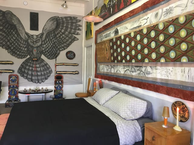PSYCHEDELIC OWL BEDROOM 1: The giant owl takes you on the wings of perception through the Red Grid wall. Dream far within the protection of the Owl Guardian.