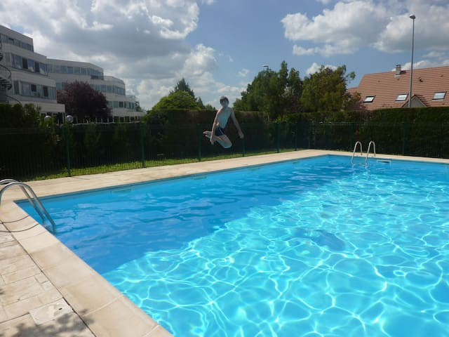 Appart terrasse piscine 6 places - Dijon - Appartement