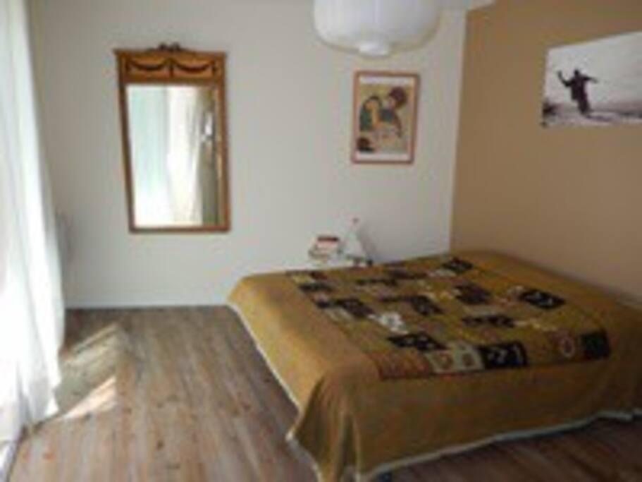 Suite parentale avec lit en 160 cm, dressing et sdb + wc