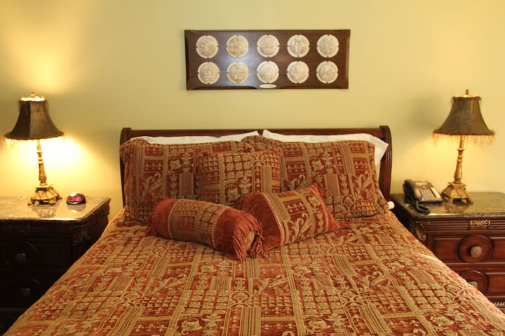 Chardonnay Suite @ 5*Bacchus House Bed & Breakfast