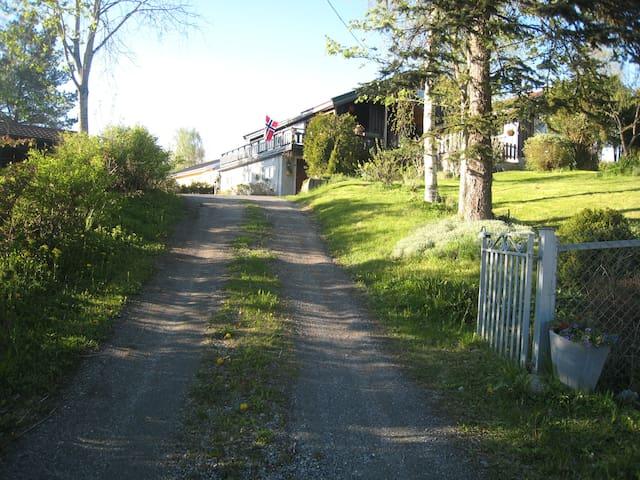 Hybelleilighet på bakkeplan m/hage - Ski - Villa