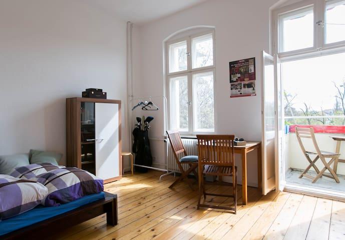Helles Zimmer in Berlin-Steglitz