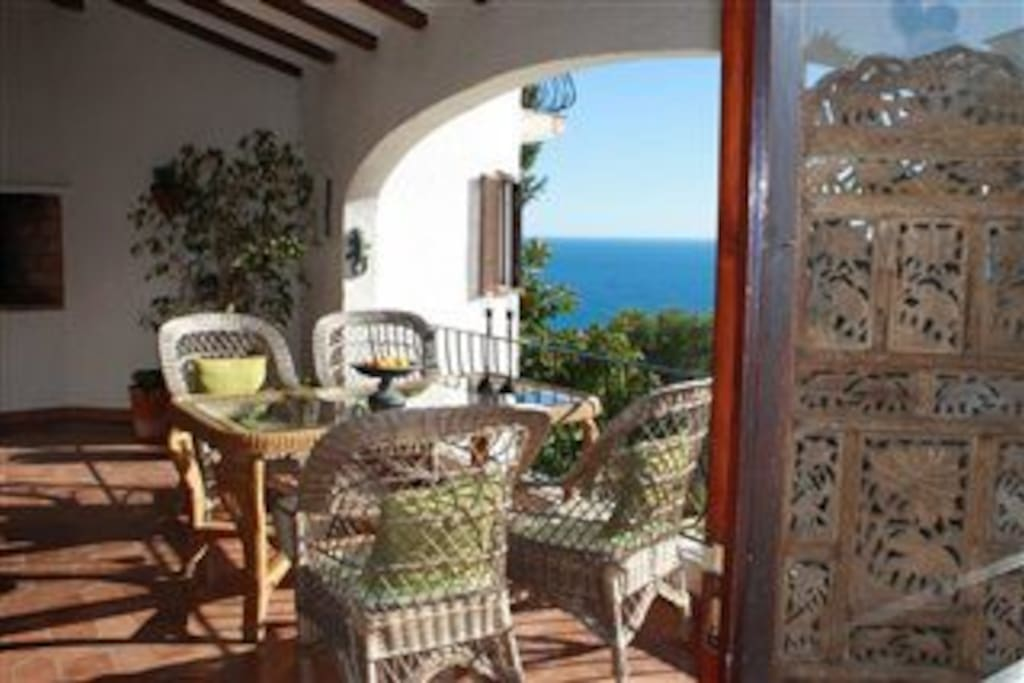 Covered terrace with wonderful seaviews.