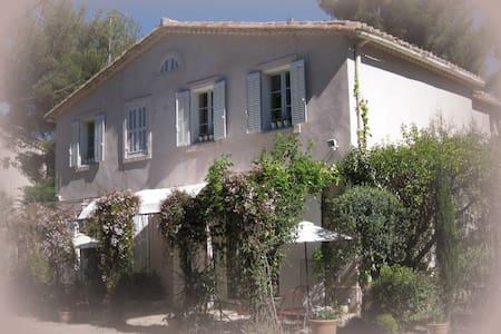 Le Jas, Bastide provençale - Vue - Piscine 4 pers - Aubagne