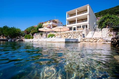 Villa Guliva - luksuzni smještaj na samom moru