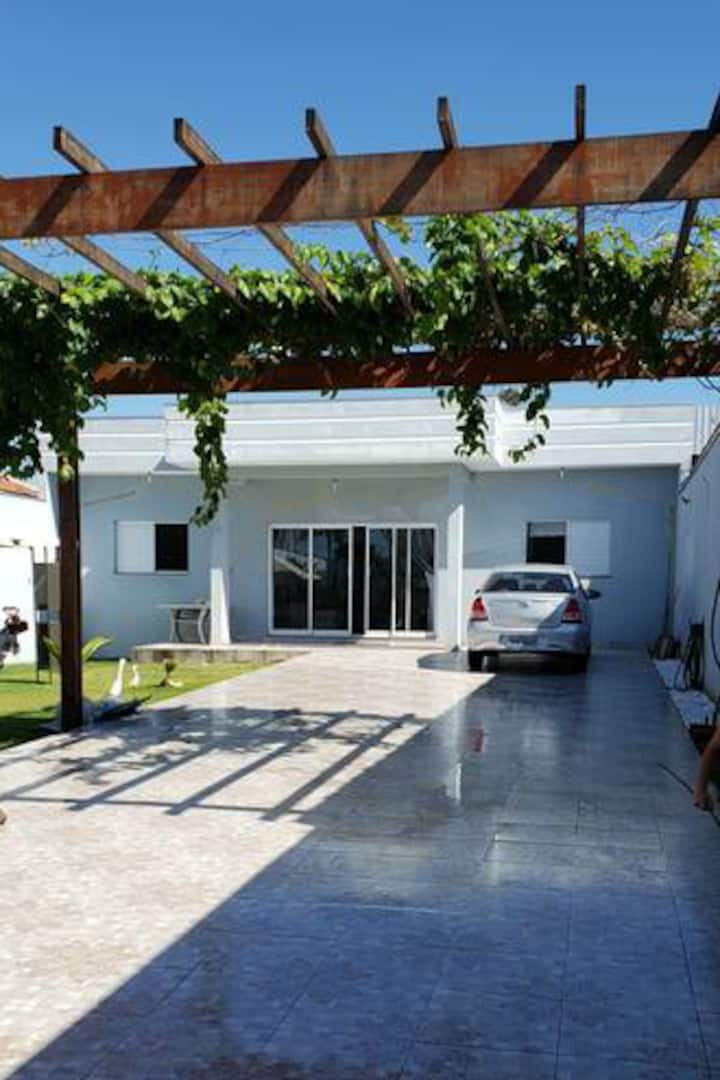 Casa de praia Caraguatatuba,em frente ao shopping.