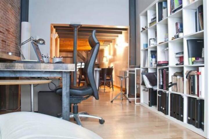 Nice bedroom in a Loft, El Raval - Barcelona şehrinde ...