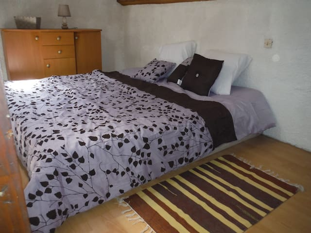Chambre en mezzanine avec 2 lits