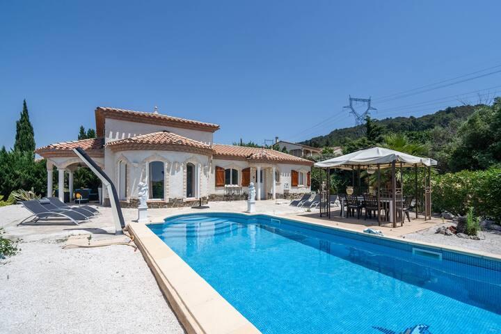 Villa confortable à Oupia avec piscine privée