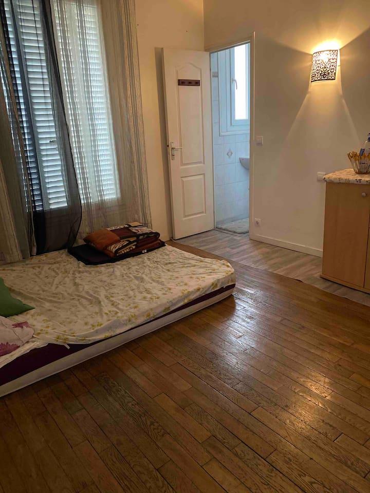 Jolie f2 chambre privée très bien situé à chelle^^