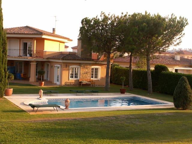 Superbe maison avec piscine sur le golf - Sant Jordi - Maison de vacances