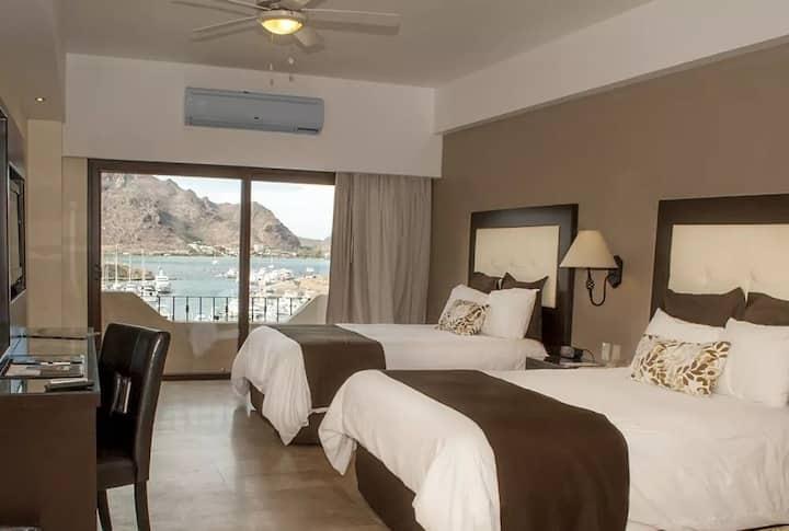 Hab con vista a la marina. Room with marina view
