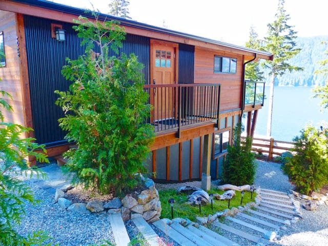 Spectacular Ocean View Cottage, Port Renfrew