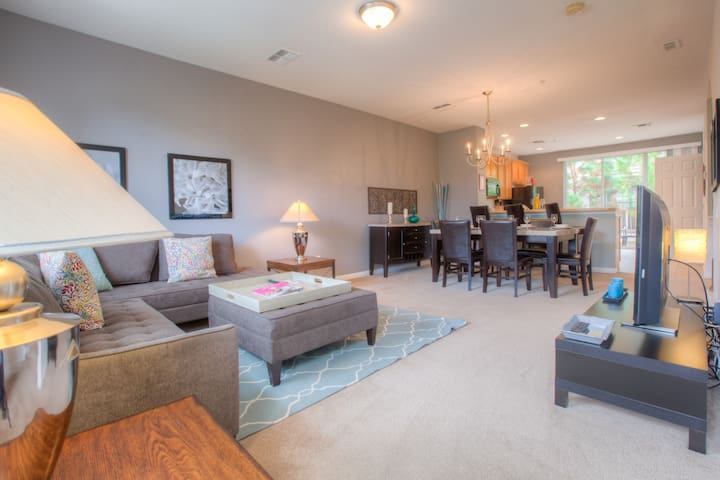 New 3-story, 3BR/3.5BA townhome! - Orlando - House