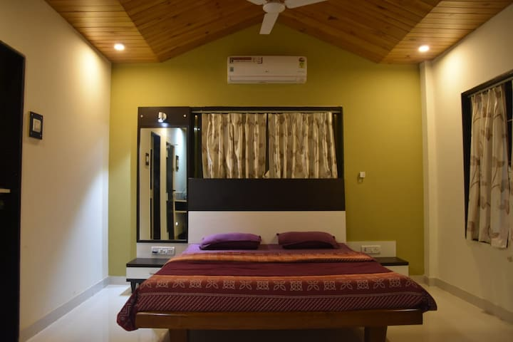 ★ Cozy Yellow Deluxe Suite Room In Dapoli ★