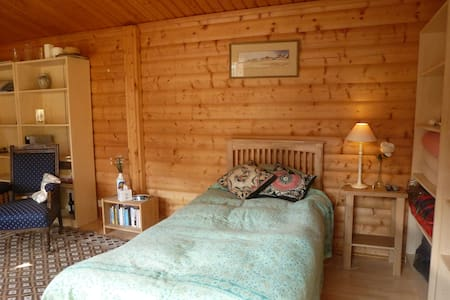 Self contained Norwegian log cabin near Newbury - Newtown Common - Stuga