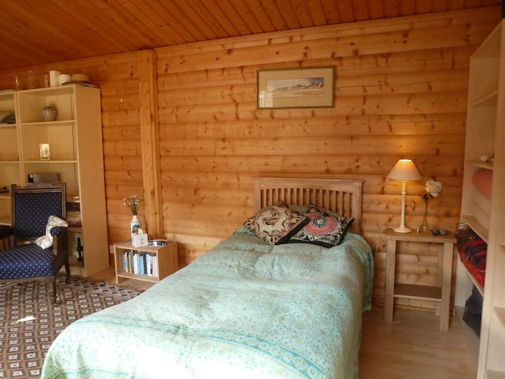 Self contained Norwegian log cabin near Newbury