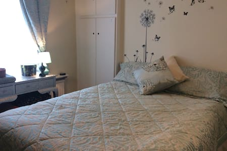 Simple room in an Edwardian terrace - Sale